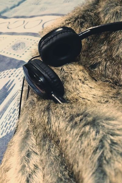 ... Warmth and some Good Music ... Close Up Technology No People Close-up Fur Furry Faux Fur Wrap Up Warm Winter Headphones Bed Winter Pleasure Relaxing Relaxation Home Weekend Lazy Indoors  Bedroom Retro Tucked In Blanket Fur Coat Fur Cover Lieblingsteil