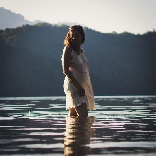 Water One Person Lake Outdoors Nature Real People Women Sunlight Outdoor Photography Naturallight Nature MyPhotography Italy Mypointofview Freedom Ankle Deep In Water Barefoot One Woman Only Beauty In Nature Sunset