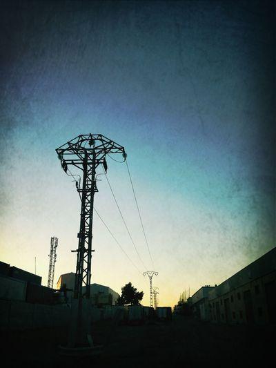Power Lines Gigantes
