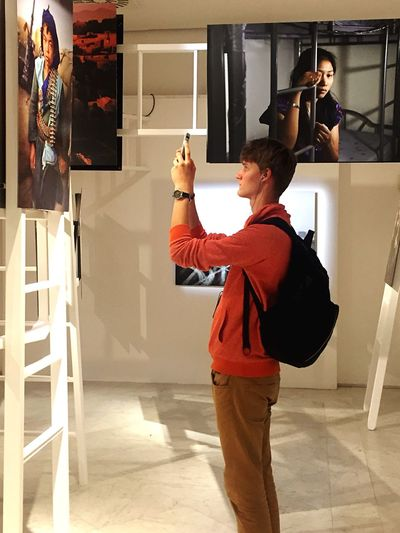Snap a Stranger Mccurry Exhibition Napoli Photography Photooftheday Standing Lifestyles Taking Photos