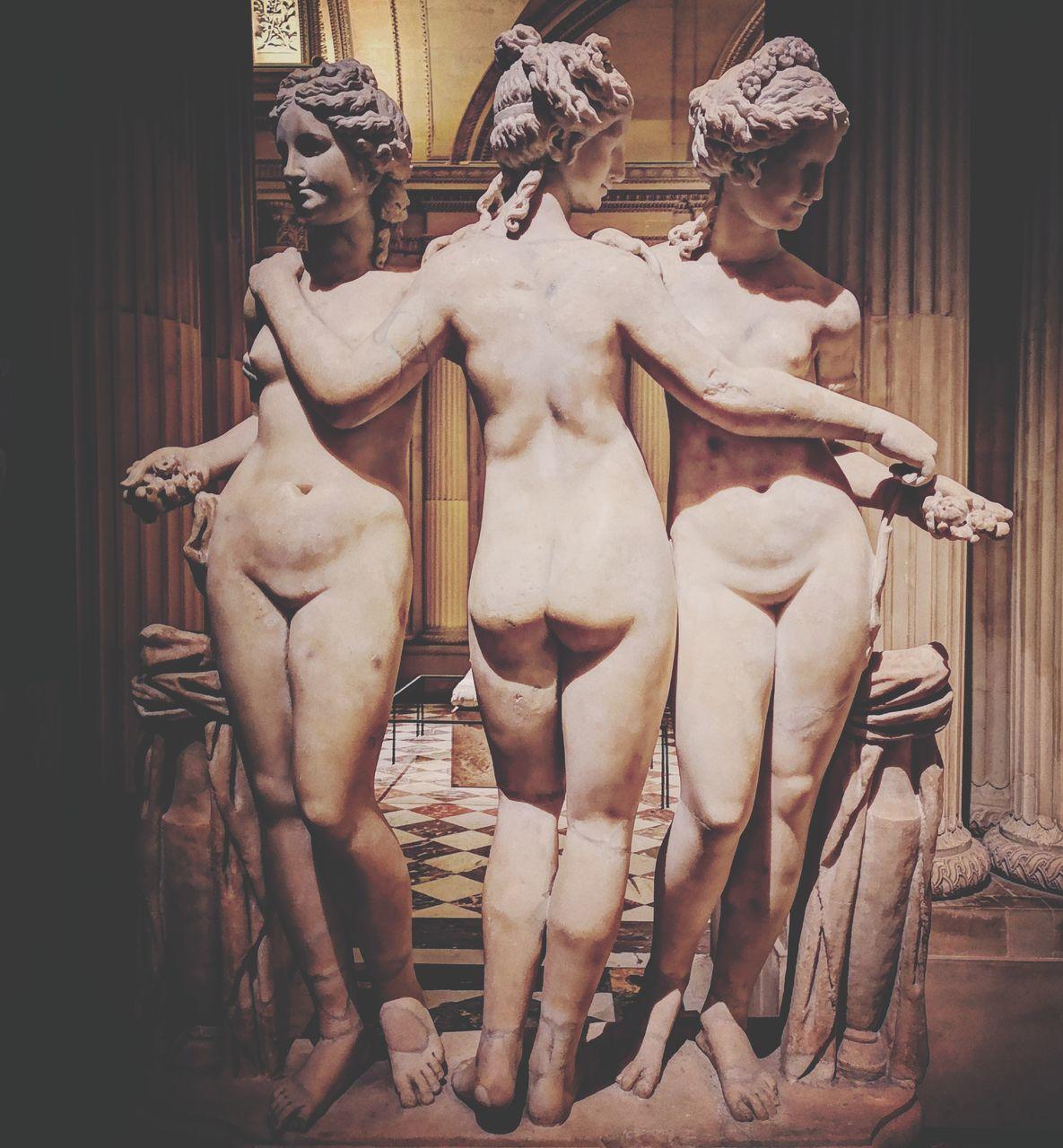 STATUE OF MUSEUM
