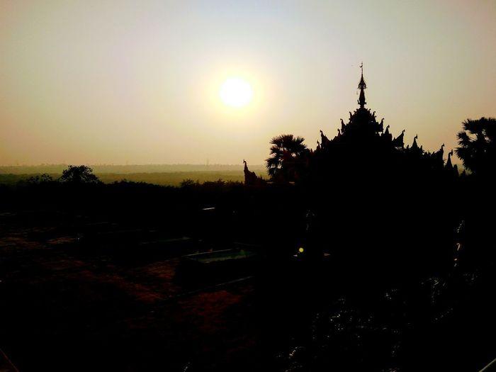 Piece in Temple when sunshine🌅 Sunshine Sunshine ☀ Tample Pagoda Pagoda Building Pagoda Temple Tampleofthailand Thailand Myanmar Myanmarpraveshdvar Monk  India Mumbai Sunset Place Of Worship Silhouette Religion Pagoda Sky Architecture Landscape Civilization