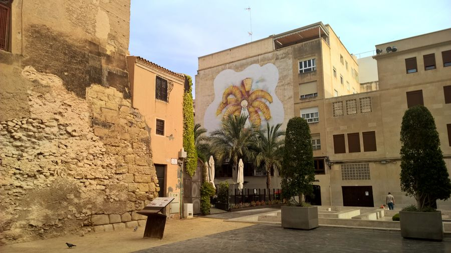 Architecture Built Structure Outdoors City Spainphotographer Spainiswonderful Spain_vacations Spanishlife Alicante, Spain Spain🇪🇸 Spaın Alicante Spanish Arquitecture Spanish Style Spanish Town Palm Trees Mural Art Muralart Mural Paintings