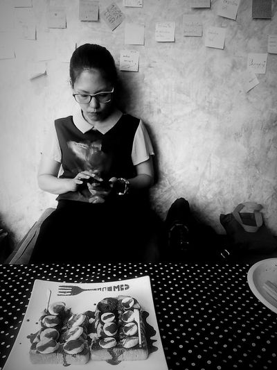 Black And White Portrait PersonalCollections Taking Photos Meeting Friends Peaple Photography Relaxing Thinking