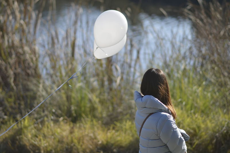Balloons Balloons🎈 White Color Plastic Meets Nature Chance Encounters White Balloons Native Grass White Jacket Mountain View, Ca Shoreline, MountainView