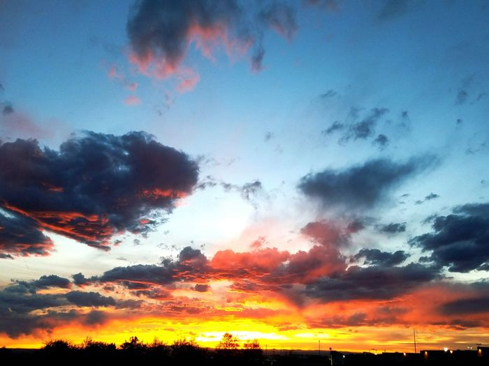 Beautiful Sunset #sun #clouds #skylovers #sky #nature #beautifulinnature #naturalbeauty #photography #landscape Albuquerquesky Albuquerque Newmexico