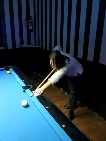 billar Juegos Juego Juego De Mesa Billar Billards  Adult Pool Ball Pool - Cue Sport Pool Table Sport Indoors  Adults Only People One Woman Only Only Women Young Adult Women One Young Woman Only Young Women One Person Pool Cue Playing Snooker Females EyeEmNewHere Love Yourself The Graphic City Mobility In Mega Cities Colour Your Horizn Press For Progress