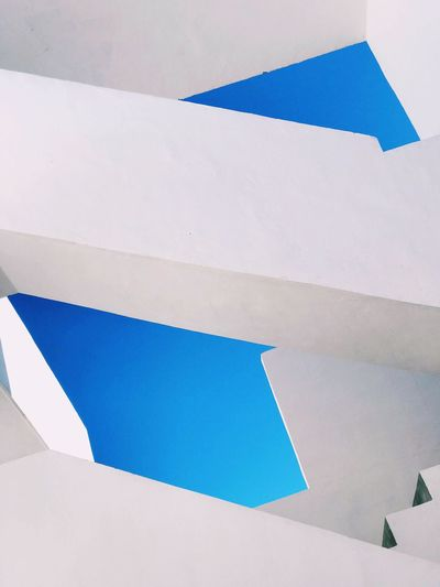 Deconstrucción Abstract Photography Abstract Backgrounds Abstract Blue No People Architecture Low Angle View Day White Color Sunlight Built Structure Wall - Building Feature Outdoors Sky Pattern Backgrounds Building Building Exterior