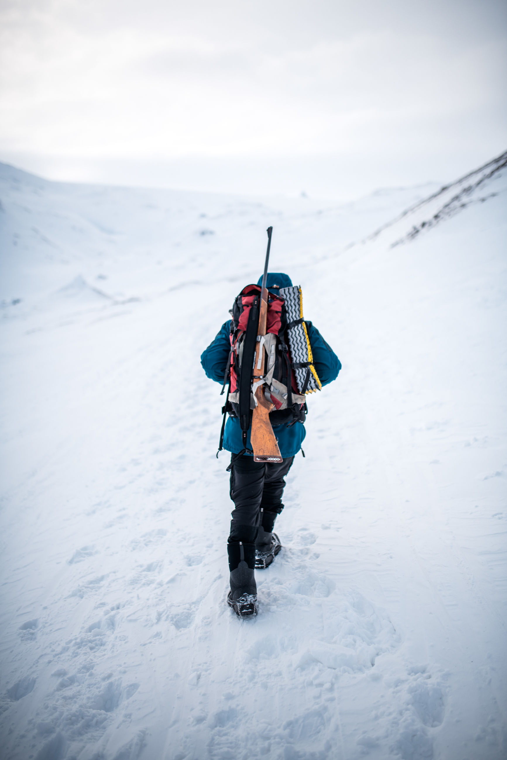 snow, winter, leisure activity, cold temperature, lifestyles, adventure, real people, full length, nature, one person, day, warm clothing, clothing, sport, mountain, beauty in nature, hiking, rear view, outdoors, extreme weather