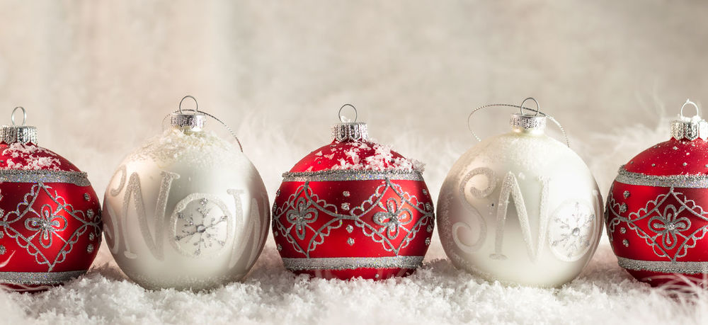 5 Snow Baubles 5 Baubles Celebration Christmas Christmas Christmas Decoration Christmas Ornament Close Up Close-up Festive Indoors  Red Shine Snow Sparkle White Winter