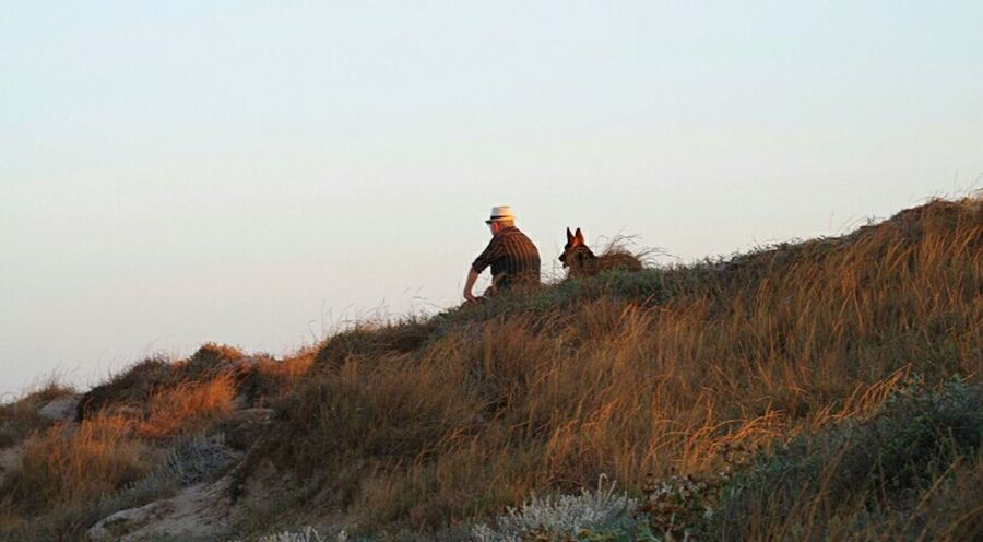 Old friendship🐾👒 Sunset Dunes Beach Taking Photos Pentax K-50 Chilling Oldman Summer Photooftheday Writing With Light