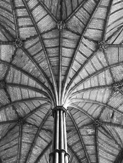 Symmetry Bw_collection Black & White Black And White Blackandwhite Portrait EyeEm EyeEm Gallery Full Frame Pattern Low Angle View Ceiling No People Indoors  Backgrounds Architecture Built Structure Design Roof Geometric Shape Shape Directly Below
