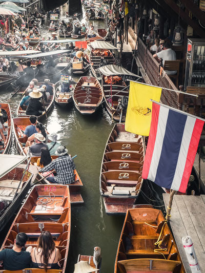 Busy Market Thailand Boats Flags Floating Market Floating Market Dumnoen Saduak High Angle View Marketplace People Real People