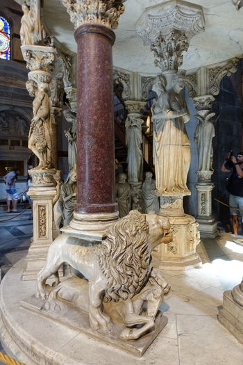 Piazza dei Miracoli Architecture Baroque Style Built Structure Byzantine Influenze Catholic Church Duomo Di Pisa Lion Marble Façade Medival Art Pisa Baptistry Pisa Cathedral Place Of Worship Pulpit Detail Red Column Religion Romanesque Style Sculpture Statue Toscana Toscany Travel Destinations