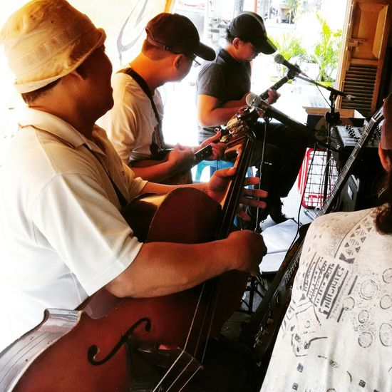 Musisi Jalanan Keroncong Keroncong band Enjoying Life Working Streetphotography Indonesia_allshots