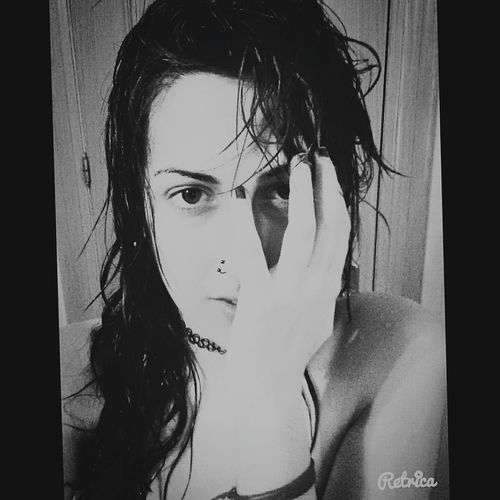 <Volver a amar una vez más, nacer de nuevo en ti> Girl Bathroom Bathroom Selfie Black&white Young Women Baño Time Relax Relaxing First Eyeem Photo