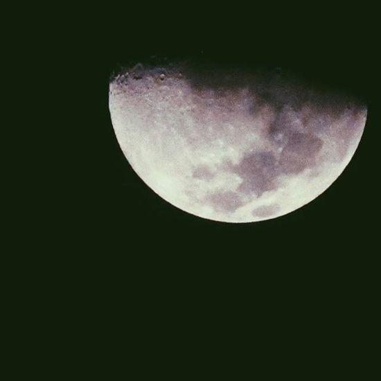 Ta vendo aquela lua que brilha lá no céu... Vscocam VSCOPH Instaphoto Instabrasil Vscobest Vscobestpictures Efeito Camera Canon Foto Fotografia Foco Lente Love VSCO Vscobrasil Vscogood Vscogram Vsconature Vscogrid Vscocool Moon Night Sky Céu lua