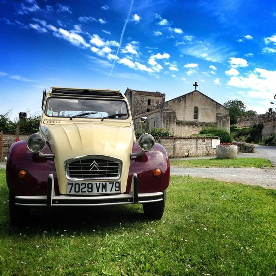#franceatlantic #TimbradoGoesWest Melle - 2cv 2cv ride in Melle countryside! Easy 2cv riders in #poitoucharentes :).
