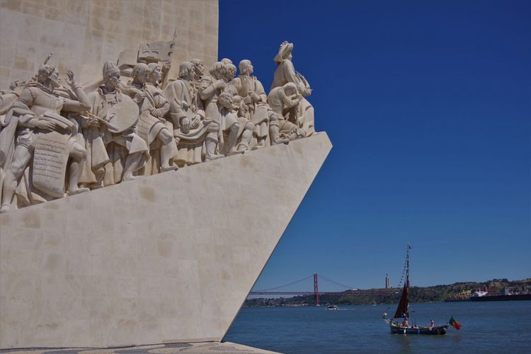 Descubrimientos Monument Lisboa Portugal Lisbon - Portugal Padrão Dos Descobrimentos Portugal Tourist Attraction  Travel Travel Photography Traveling Travelling Art And Craft City Discovery Monument Lisboa Lisbon Padrão Dos Descobrimentos Sculpture Sea Tourist Destination Travel Travel Desinations Travel Destination Travel Destinations Water