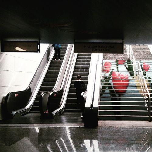 Hayat iste Birgün karanlık bir günde aydinlik.. ÖzdilekPark AVM metro cikisi Hayatişte Karanlikveaydinlik Onedaydark Onedaylight casperviav8 ozdilekparkavm metro metroexit