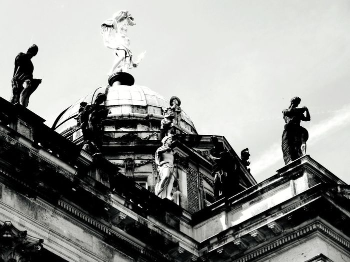 what are they looking for Potsdam Park Sanssouci Sculptures Historical Building Blackandwhite Stonepattern Stone Material Atmospheric Mood Still Life Backgrounds Structures EyeEm Best Shots EyeEm Selects EyeEmBestPics EyeEm Best Shots - Black + White monochrome photography Figurine  Rooftop Scenery Politics And Government City Statue Sculpture Sky Architecture Building Exterior Built Structure Historic