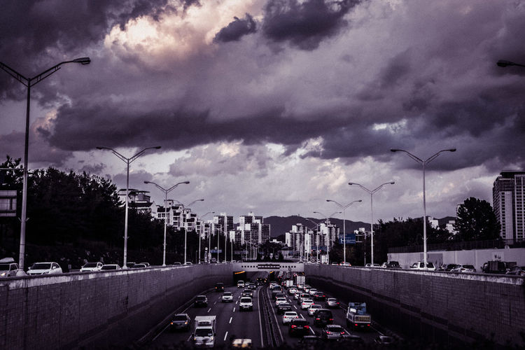 City City Cityscapes Cloud Cloudy Eye4photography  EyeEm Best Shots EyeEm Korea Road Sky Street Streetphotography Taking Photos Traffic Walking Around