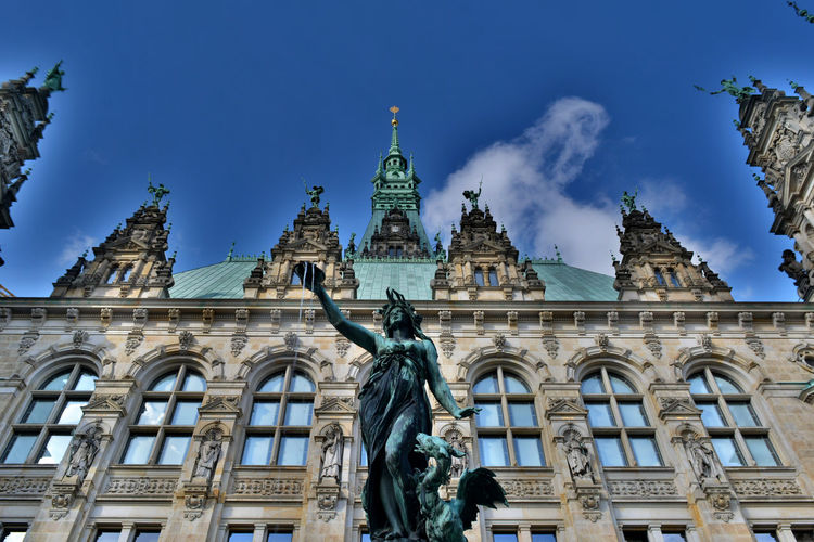 HDR Hamburg Townhall Nikonphotography Nikon Nikon D5200 8ung Hamburg Old Buildings Architecture_collection Details Low Angle View Fountain Facades Public Building Showcase July Fine Art Photography Tranquility Adapted To The City The Architect - 2017 EyeEm Awards