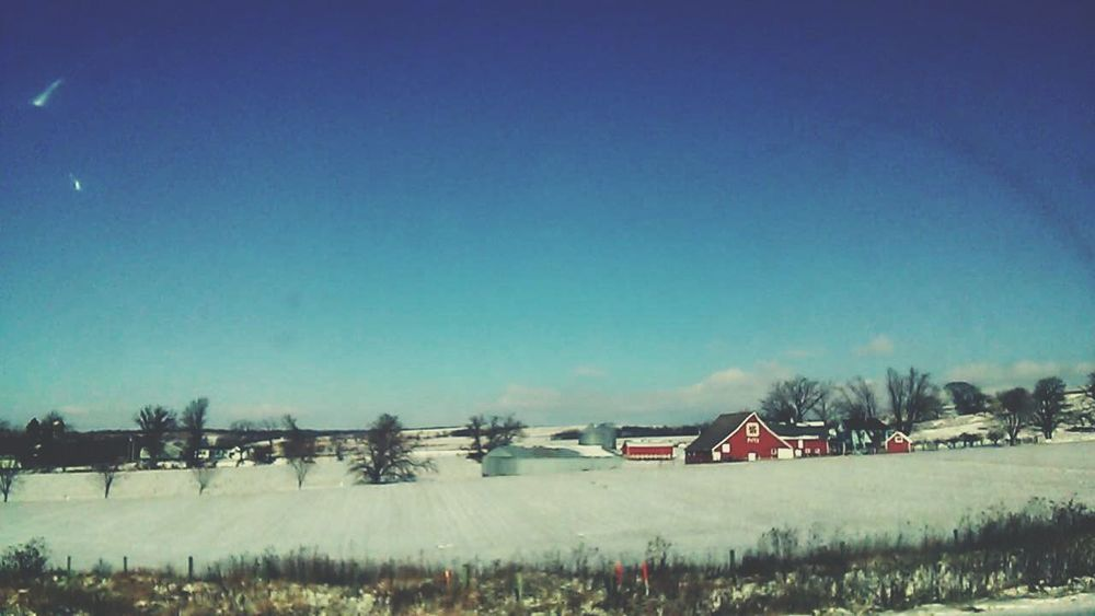 Love the country side(: such a pretty day today! Its beautiful out! Country Side In Love ♡  So Pretty<3 Loving Life!