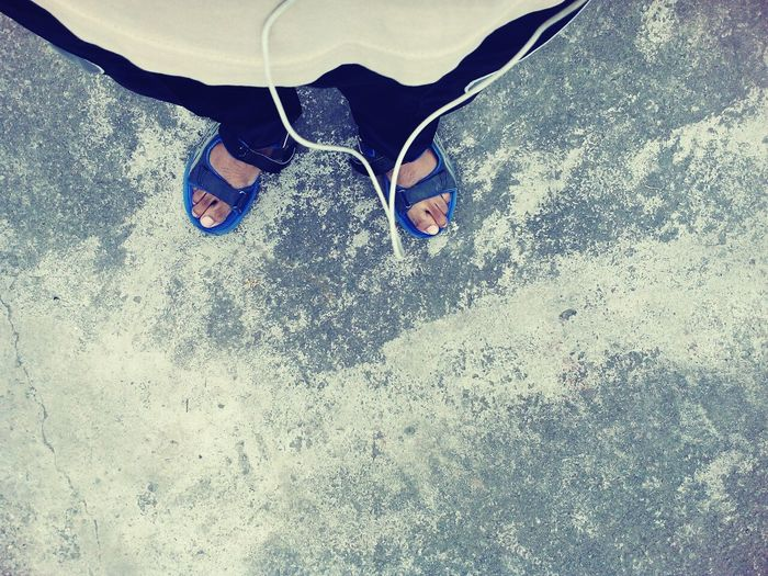 Taking Photos Feet On The Ground Textures And Surfaces Human Meets Technology Listening To Music Feet Simple Photography Simplicity Simple