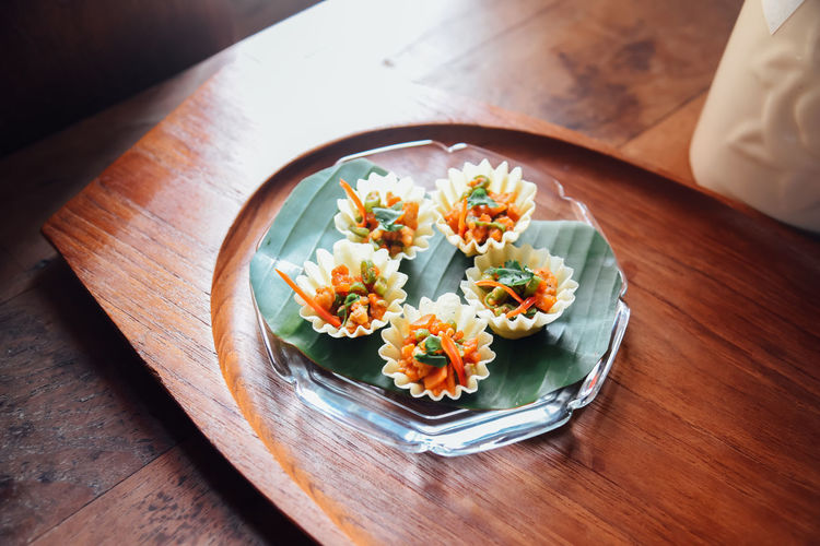 Thai food, kratong thong minced chicken and sweet corn in crispy golden cup on dish