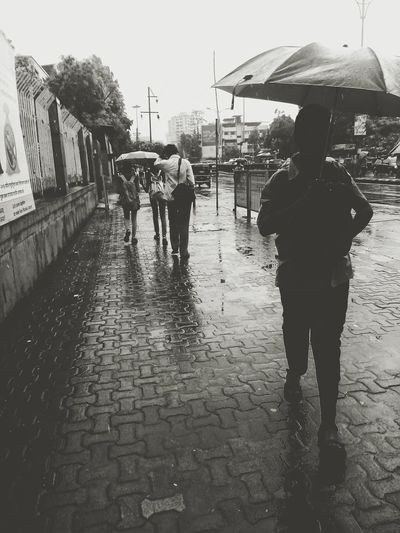 Hello World Check This Out Hanging Out With Friends Timepass Taking Photos Another Click On The Way To Home Awesome_shots Awesome Enjoying Life Mumbai City Of Dreams In Love With Monsoon India Streetphoto_bw Grand Umbrellas