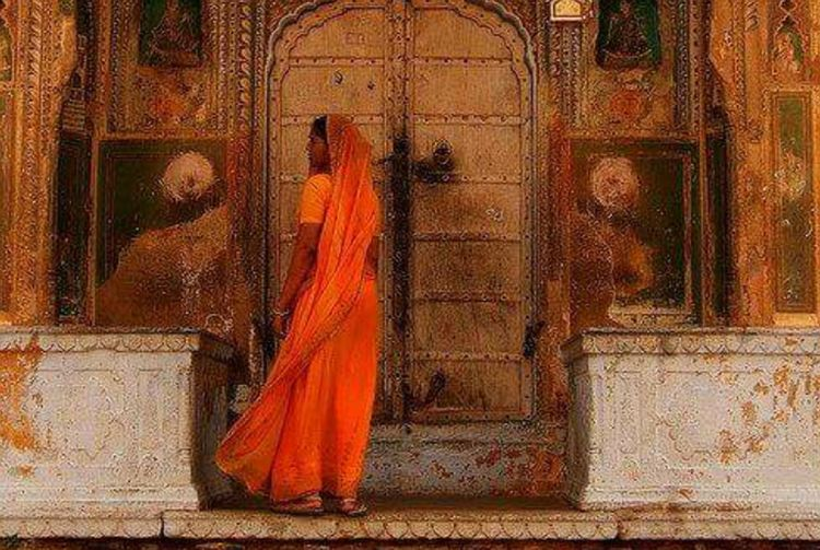 India 💛 First Eyeem Photo Scenery Shots Color Explosion Travel Destinations EyeEm Gallery Scenery Shot Architecture_collection Clouds And Sky Hello World Voyagerofworlds Popular Photos Artistic Expression Worldcaptures Sari Hi World ! Traditional Costume Traditional Culture Taking Picture Ora