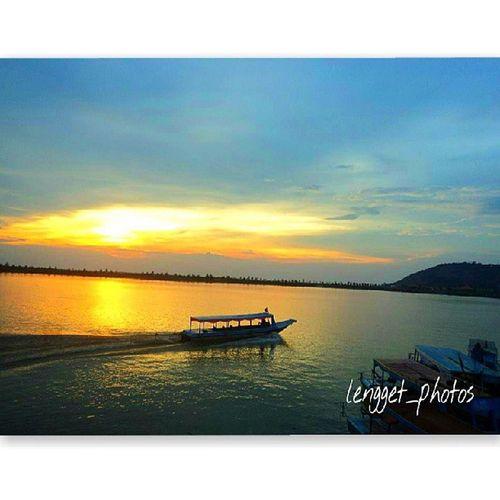 Lovely Sunset view. Love Thailand Travel Beautiful Arts Thai Webstagram Wander Wanderlust Picoftheday Bestoftheday Travelling Travelphotography Sky Skyline Instatravel Instago Instadaily Instamood Ig_captures Landscape Ig_travel