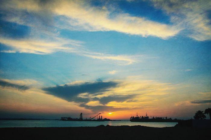 Sunset at Amwaj. Sunset #sun #clouds #skylovers #sky #nature #beautifulinnature #naturalbeauty #photography #landscape Relaxing Nikon D5100