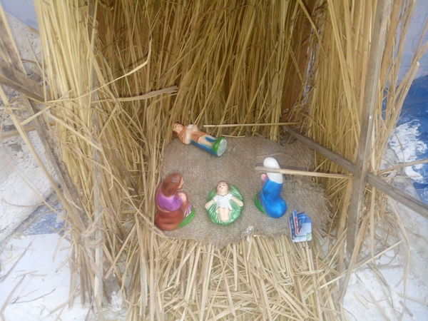 Adult Beach Christmas Collection Crib Day Lifestyles Merry Christmas Merry Christmas Eve! Merry Christmas! Nativity Church Nativity Figurine Nativity Scene Nature Outdoors People Real People Sand Traveling Home For The Holidays