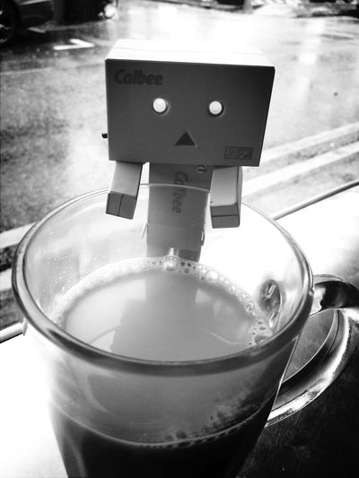 Danboard having tea in kopitiam