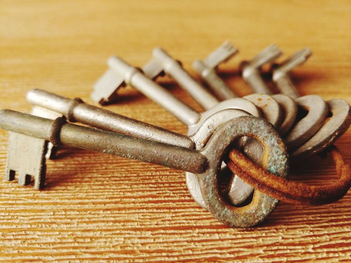 Keys Keys Photography Keyring Rusty Rust Wood Rusted Textured  EyeEm Selects Close-up No People Indoors  Strength Day