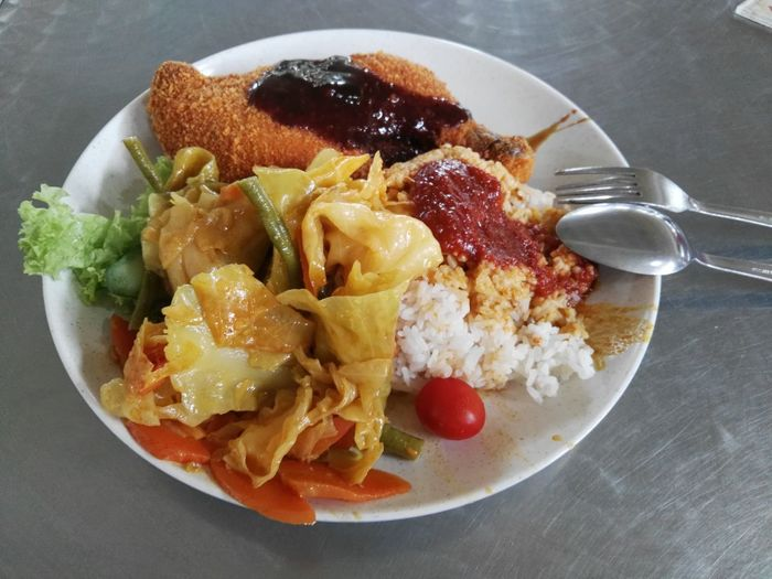 Lunch in school Rice - Food Staple Chıcken Vegetables Curry Vegetables Lunch Schoolfood Ayam Penyet Singapore Chilli Asian  Asianfood Spicy Food Plate Close-up Food And Drink Comfort Food
