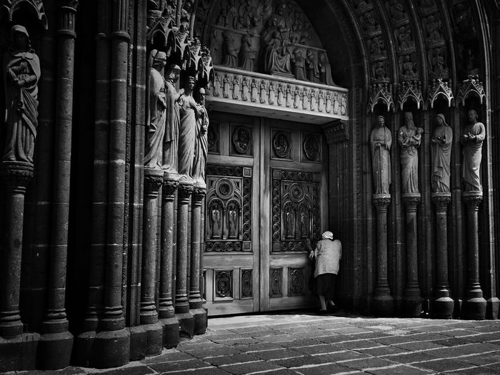 Peering the heaven Streetphotography Street Photography Black & White Streetphotography_bw Blackandwhite Streetphoto_bw Monochrome Architecture_bw Architecture Church