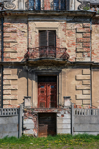 Ruins Castle Polish Krawarn, Poland Ruins Castle Castle Ruins Polish Krawarn Krowiarki Poland Architecture Building Exterior Built Structure Window Building Entrance No People Old Day Abandoned Door Residential District Brick Wall Brick Weathered Outdoors Façade House City Balcony