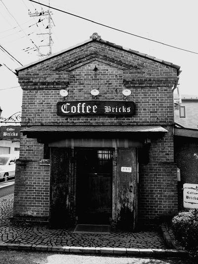 Architecture Black And White Brick Landscape Brick Wall Coffeehouse Coffee Yummy Coffee Time 16号線沿いのレンガのコーヒー屋
