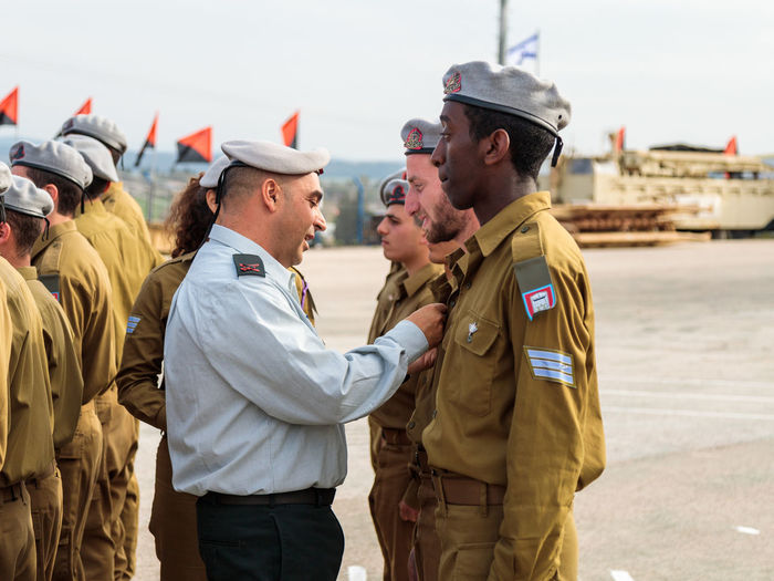 Mishmar David, Israel, Februar 21, 2018 : Officers of the IDF reward the soldier with the insignia at the formation in Engineering Corps Fallen Memorial Monument in Mishmar David, Israel Engineering Corps Fallen Memorial Monument Event Formation Officer Patriotism Soldier Soldiers Standing Uniform Warrior Armed Army Ceremony Combat Day Education Idf Infantry Israel Military Parade People person Professional Training