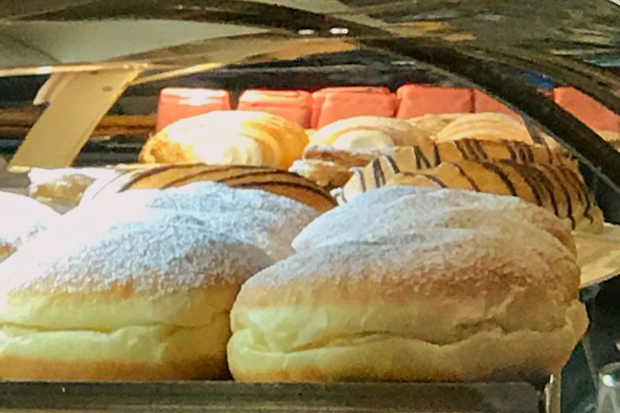 Krapfen oder mehr Doghnuts Berliner Food Food And Drink Bread Bakery Freshness No People Loaf Of Bread Indoors  Close-up Ready-to-eat