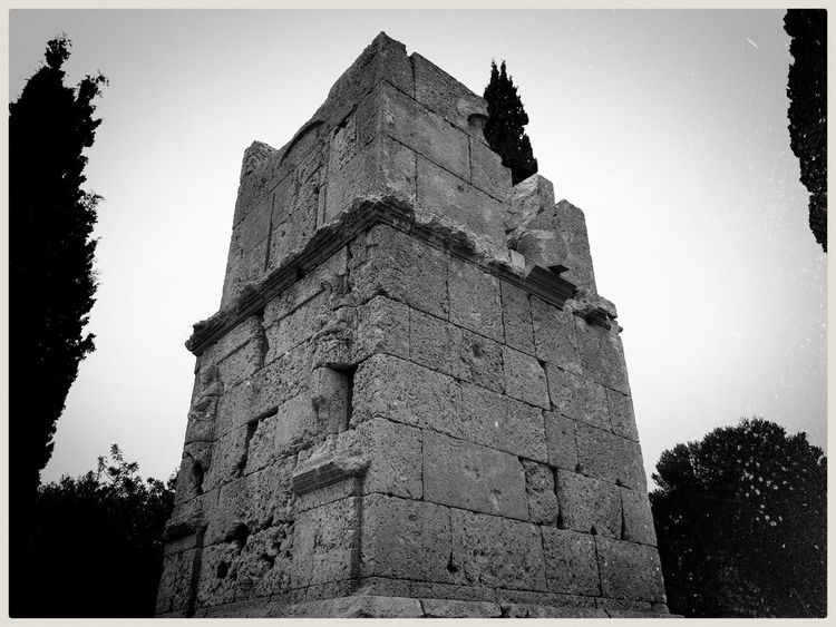 Centuries upon their ashes. Mobilephotography Samsungphotography Ace5 Kultcamera Blackandwhite Monochrome Monochrome World Mediterranean  Peaceful Tranquility Decadence Light And Shadow Ancient Civilization Old Ruin Ancient History Religion Architecture