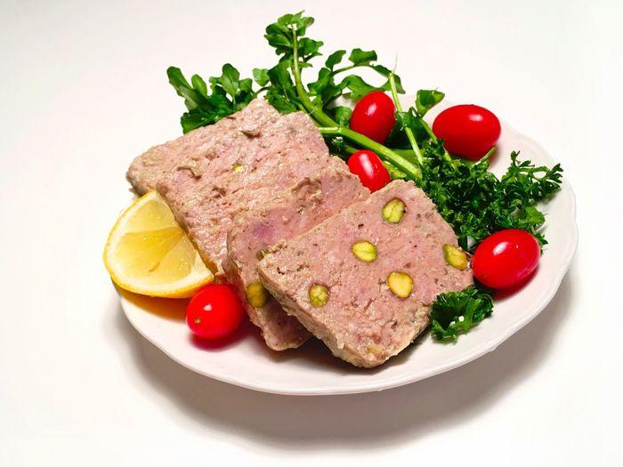 豚肉 Pork と ピスタチオ Pistacchio の Pate 。生クリームやバターを使わないと、あっさりしているのにワインや日本酒やラムに負けない、強い味わいと食感が際立って美味しい。 Food Foodporn Ready-to-eat Meal Tomato Cooking Vegetables Freshness 野菜 From My Point Of View ハデ Pate