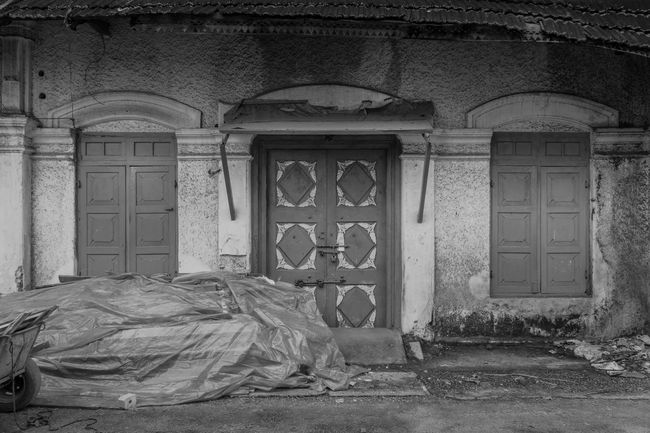 Door Architecture Built Structure History No People Building Exterior Day Outdoors Kerala Vintage Doors DoorsAndWindowsProject Streetphotography Street Photography Travel Photography The Week On EyeEm Monochrome Photograhy Black And White Photography Streetphoto_bw Monochrome Monochrome Collection Blackandwhite India