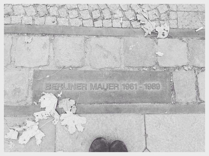 Berliner Mauer. ?? 25yearsago Hello World