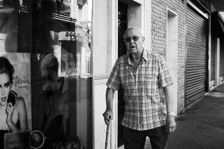 Oldman Streetphotography Street Photography Black & White Standing Real People Men One Person Males  Three Quarter Length The Art Of Street Photography Lifestyles Day Adult Outdoors Casual Clothing