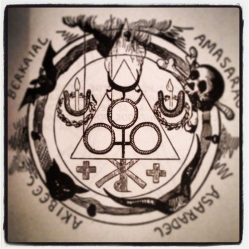 Pentaculo 666 Dark Xilografia xilogravura blackbook fotografia photography photographie black blackmagic book necromanicon blackandwhite bw pb pretoebranco instagram instaflood
