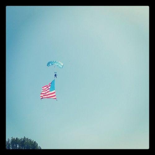 Skydiver Americanflag Greenhillsmemorialpark Memorialday2014